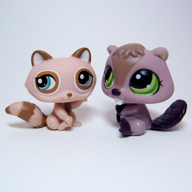 Littlest Pet Shop # 1108 BEAVER & # 1409 RACCOON Brown w Green Eyes