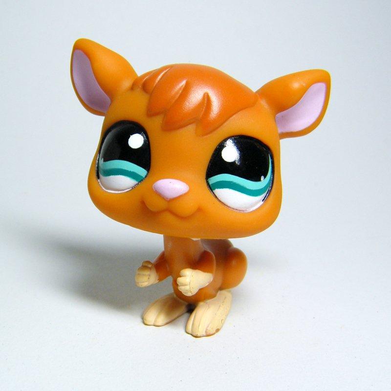 Littlest Pet Shop # 1111 KANGAROO Brown & Tan ROO with Teal Eyes