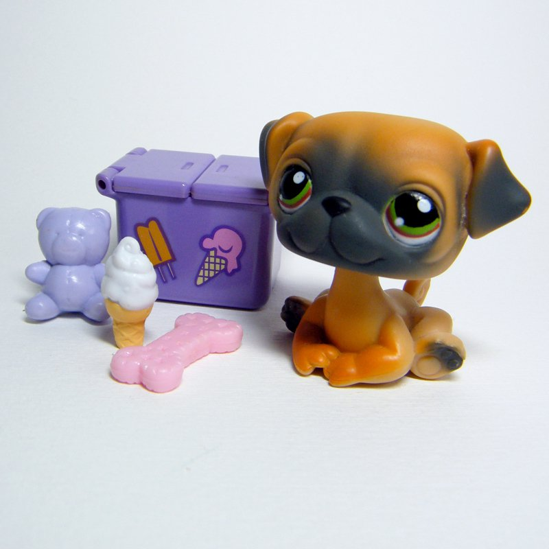 Littlest Pet Shop # 1221 PUG Puppy Tan & Grey body, Green Eyes & Picnic Basket
