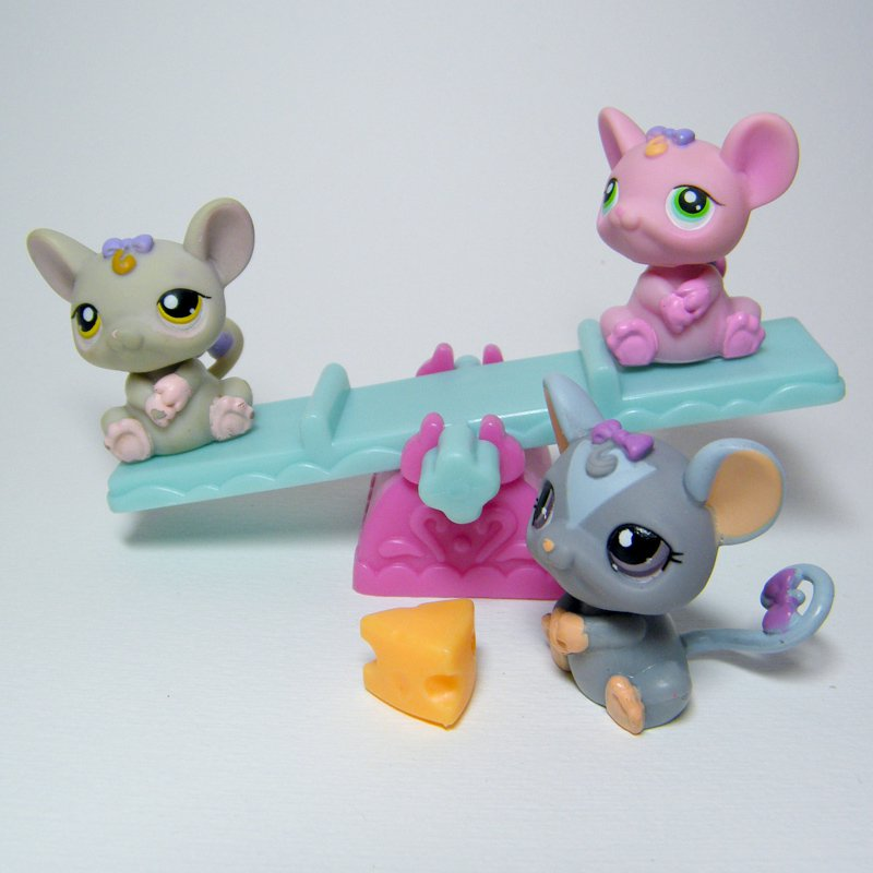 Littlest Pet Shop # 116 303 1203 3 Playful RATS or Mice on See Saw with Cheese