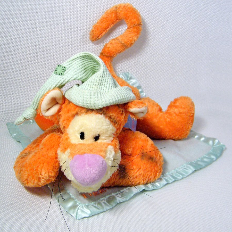 Winnie the Pooh SLEEPYTIME TIGGER Plush on Blanket Lovey Disney Gund