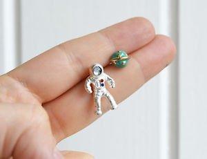 Astronaut earrings � trendy kawaii enamel metal astronaut and planet stud post e