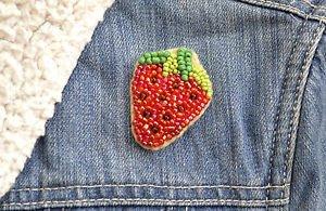 Strawberry brooch - handmade beaded strawberry summer fruit kawaii trendy brooch
