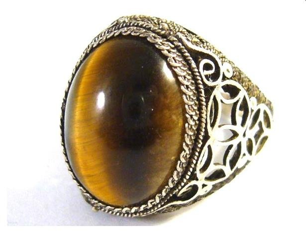Antiqe silver ring with tiger eye