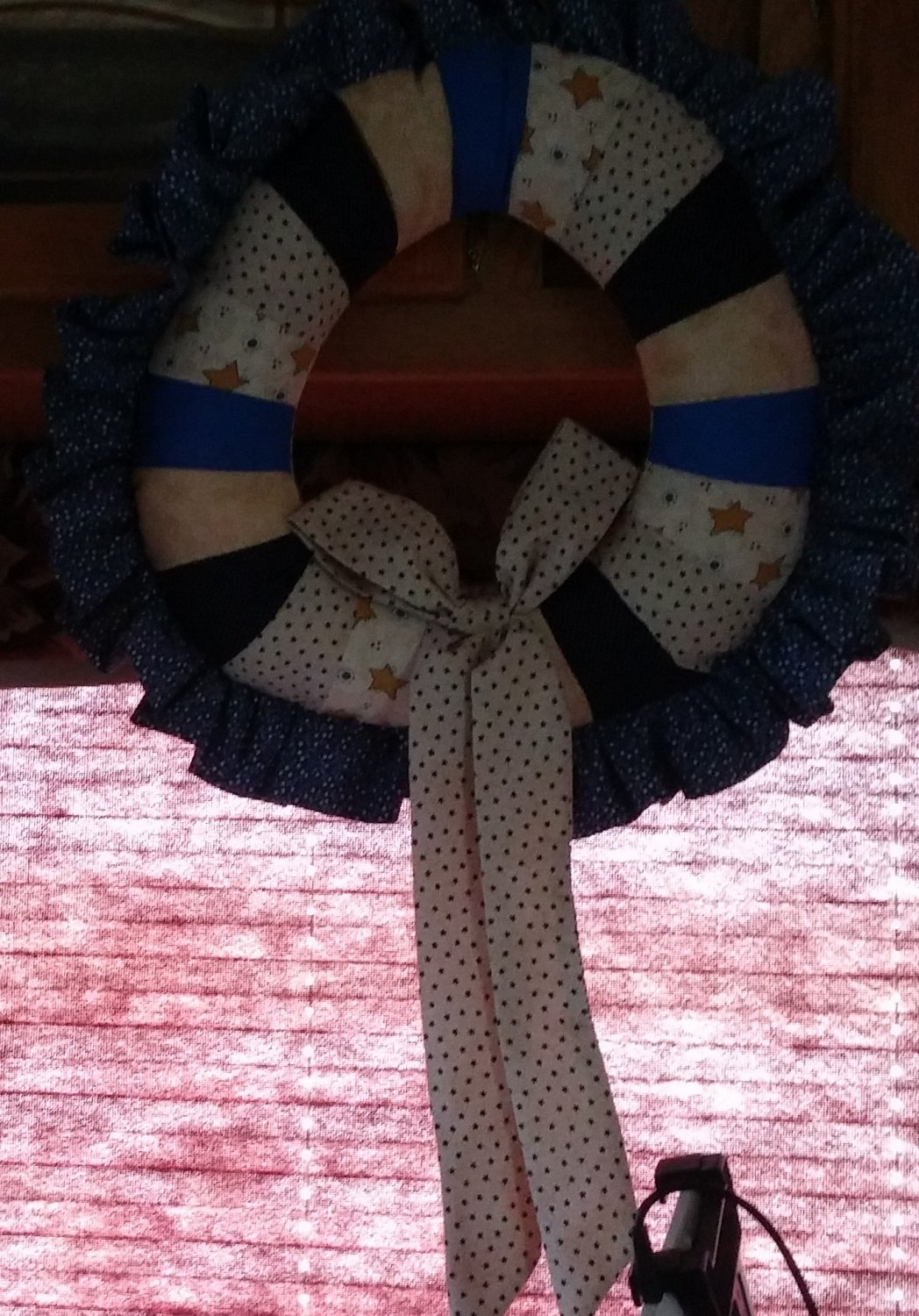 Country wreath w/ gold stars riboon