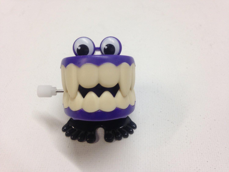 Wind-up Chattering Vampire Teeth
