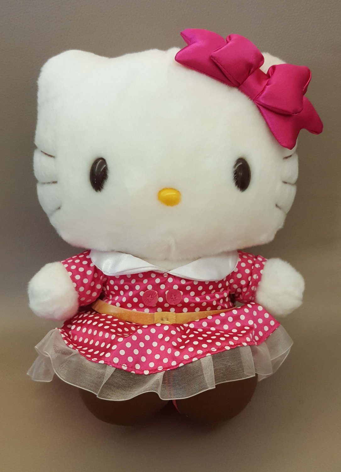 """Universal Studios Japan  Hello Kitty Plush Doll 9""""H W/ DAMAGES ON SHOES"""