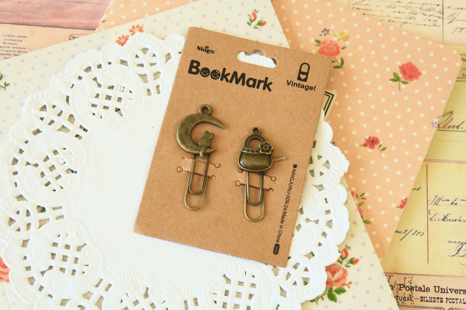 01 Moon Cat and Bag Bookmark Vintage Style paper clips