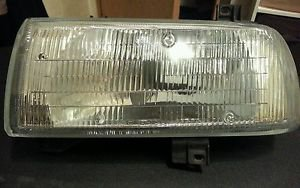 1995 Volkswagen Jetta SE front drivers left side headlamp and housing 341-1102L