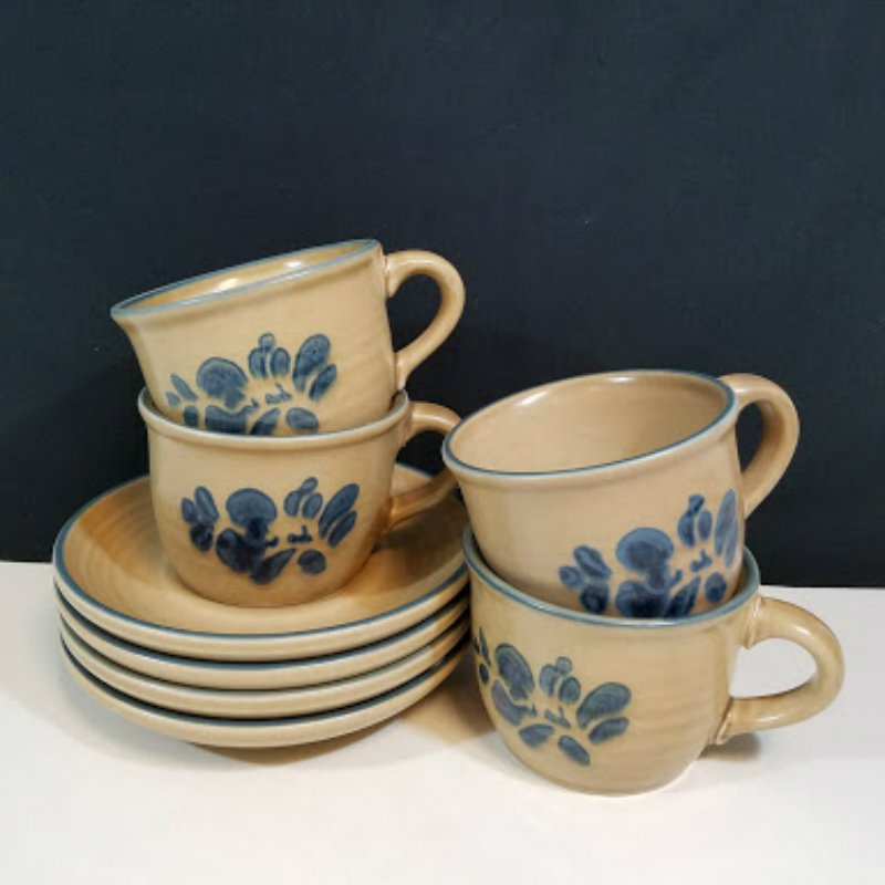 Pfaltzgraff Folk Art Cups and Saucers Set of 4 Tan with Blue 6 Ozs Vintage