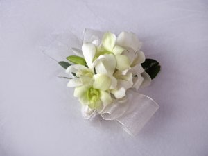 KFW 204 White Pure corsage