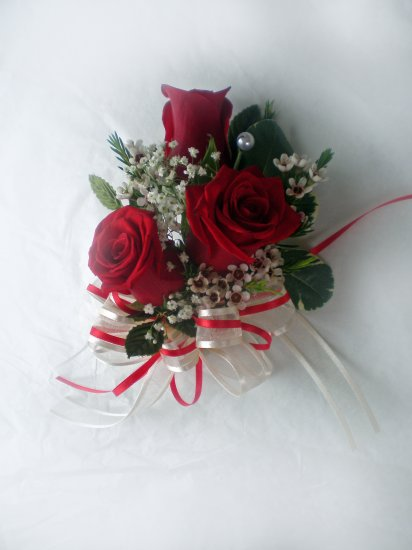 KFW 205 Sweet Red corsage