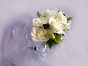 KFW 212 Pure white corsage