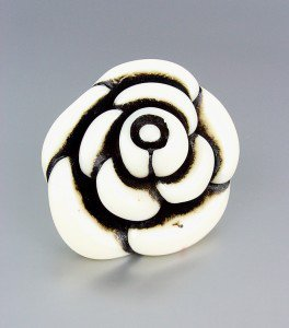 CHUNKY Urban Anthropologie Creme Ivory Lucite Resin Flower Stretch Ring