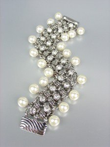 NEW Brighton Bay Creme Pearls Silver Cable CZ Crystals Magnetic Clasp Bracelet