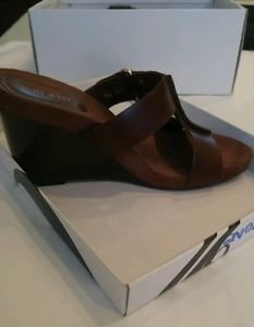 Nine west womens leather shoes size 9 brown