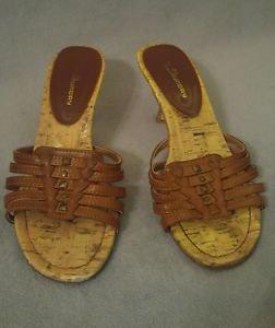 C L Laundry women sandal shoes size 7M brown