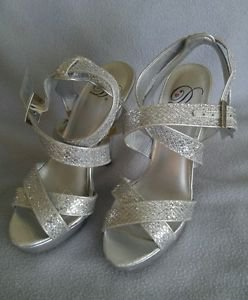 D womens heels shoes embellished size 5.5 silver