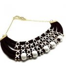 WOMEN'S BLACK NECKLACE DECORATED WITH PEARLS AND CORDONS