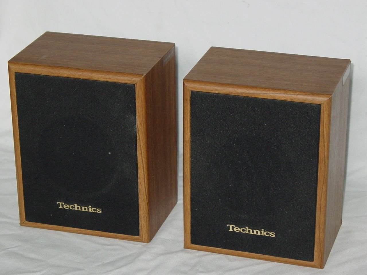 Technics SB-S15 Surround Speaker System Pair w/ Simulated Wooden Cabinet