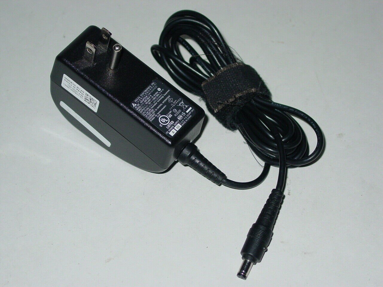 Delta Electronics ADP-30LH AC Power Adapter Dell C830M 19V 1.58A