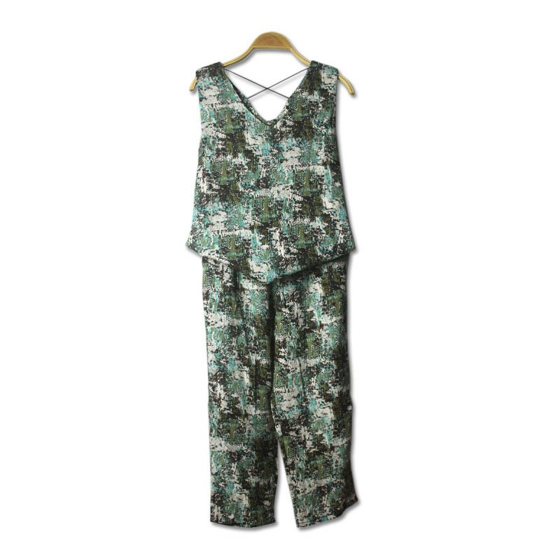 Leisure Suit with Sleeveless T-shirt and Hip Hop Pants