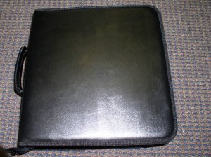 NEW CD CASE WALLET, LEATHERETTE, HOLDS 200 CDS - JS77