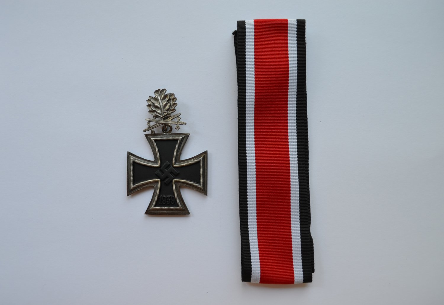 WWII GERMAN KNIGHT�S CROSS OF THE IRON CROSS WITH OAK LEAVES AND SWORDS