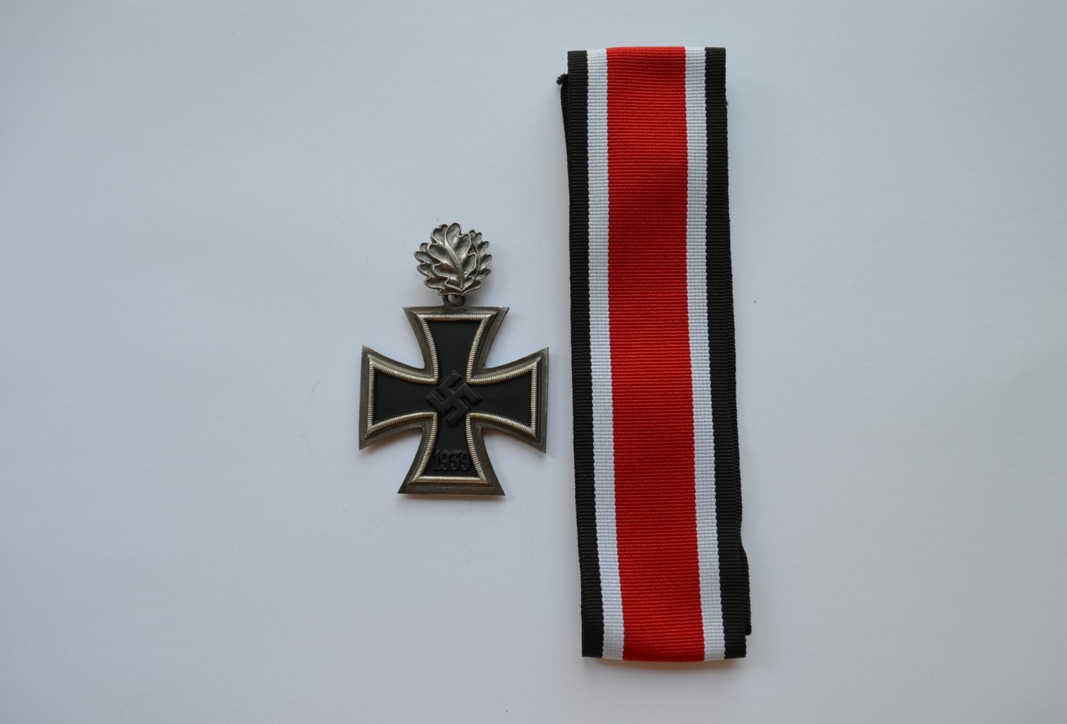 WWII GERMAN KNIGHT�S CROSS OF THE IRON CROSS WITH OAK LEAVES
