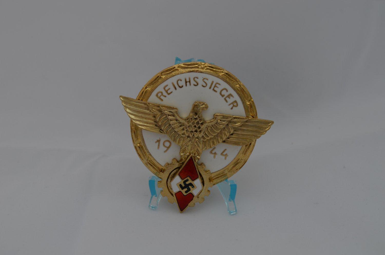 WWII THE GERMAN GOLD BADGE REICHSSIEGER 1944