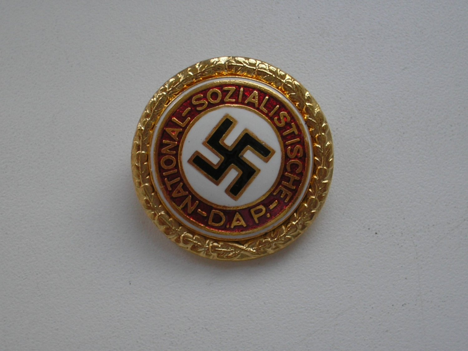 WWII THE GERMAN GOLDEN PARTY NSDAP BADGE
