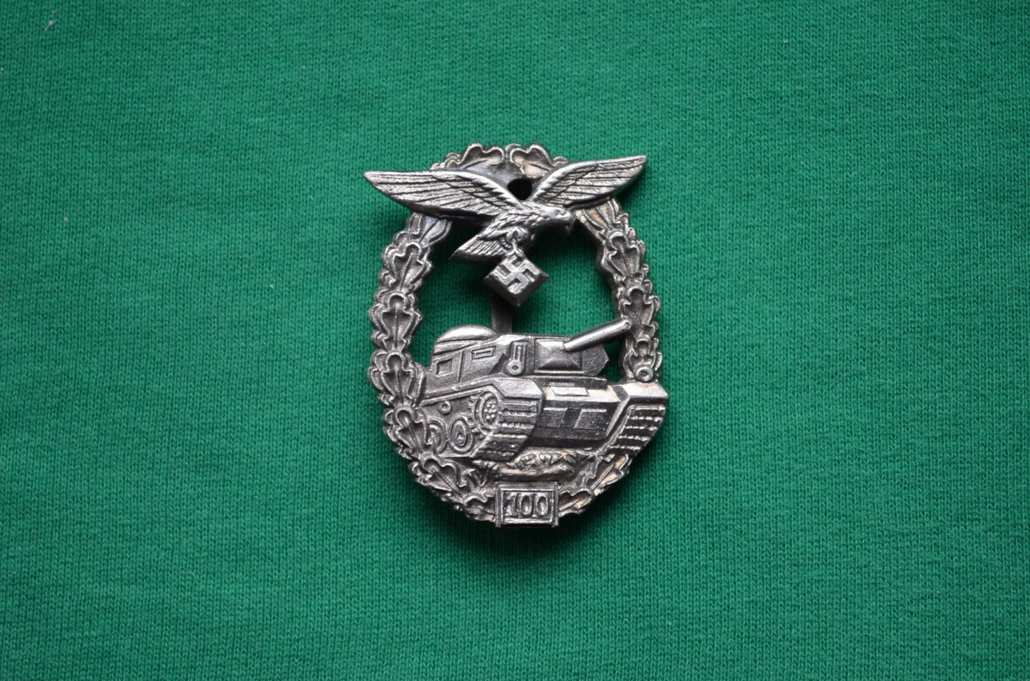 WWII THE GERMAN BADGE PANZER LUFTWAFFE 100