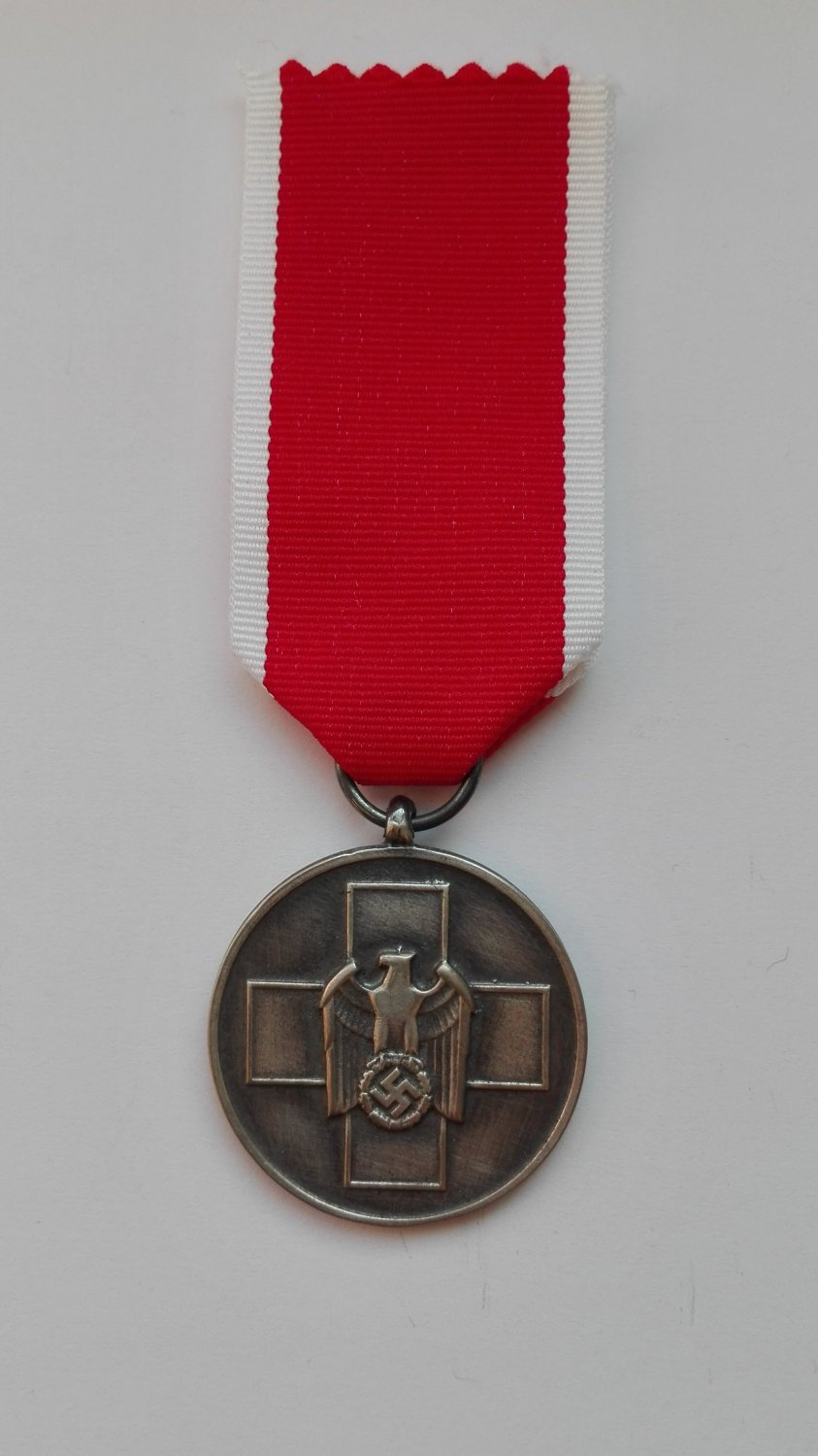 WWII THE GERMAN SOCIAL WELFARE DECORATION - MEDAL
