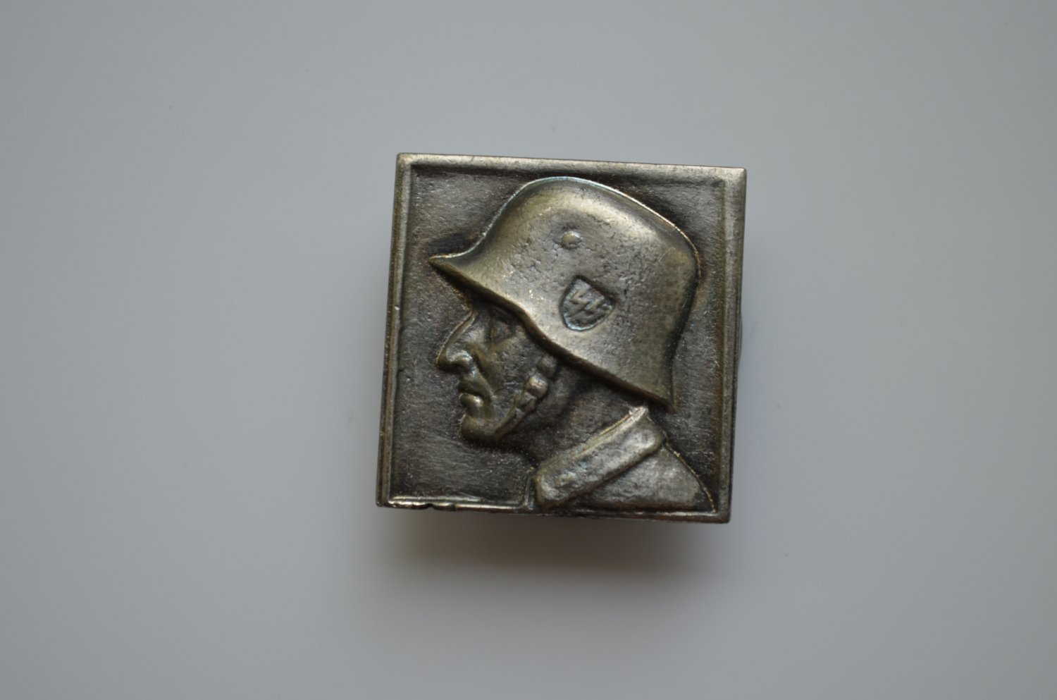 WWII THE GERMAN BADGE WAFFEN SS