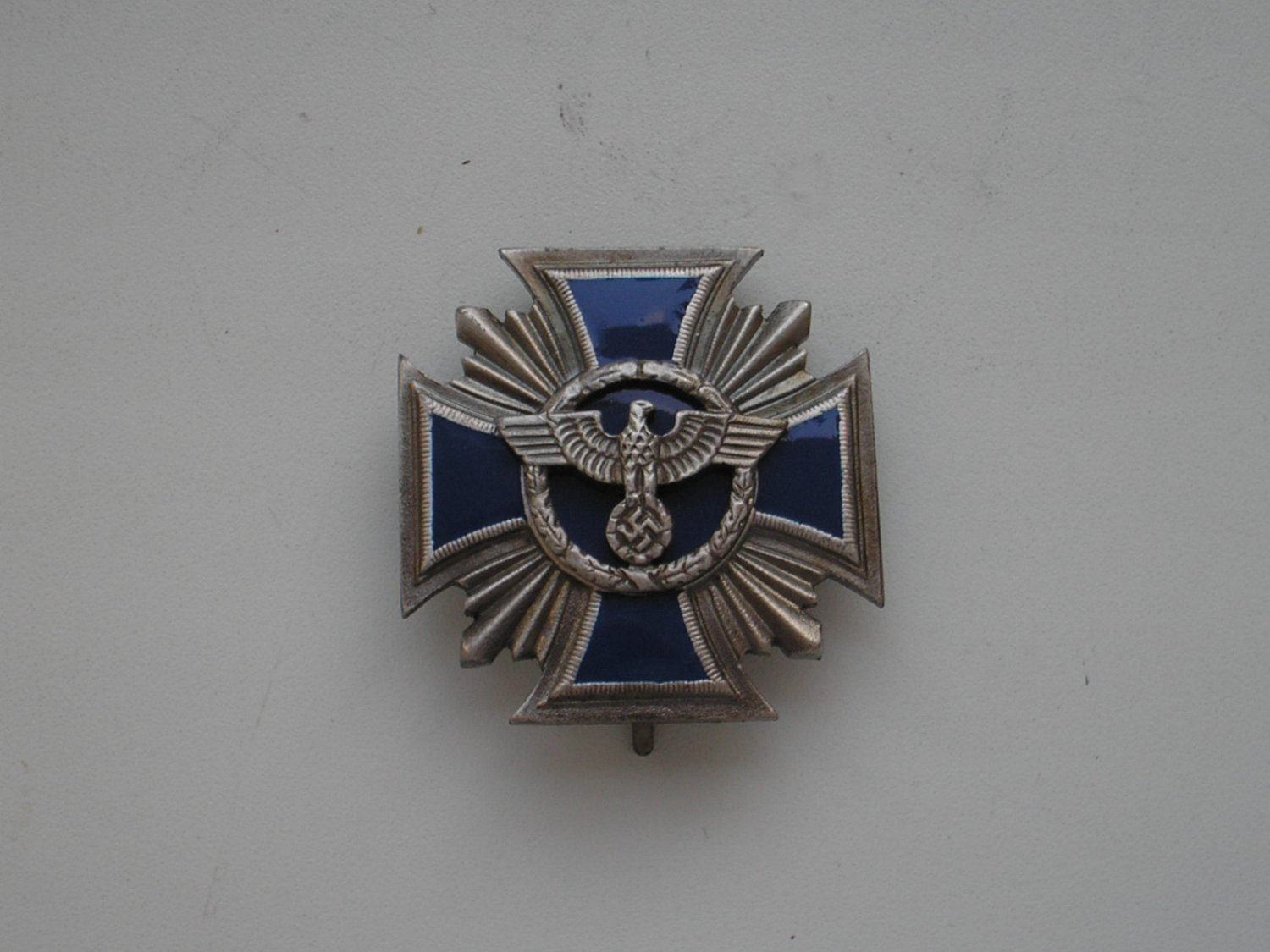 WWII THE GERMAN SILVER BADGE LONG SERVICE AWARDS OF THE NSDAP