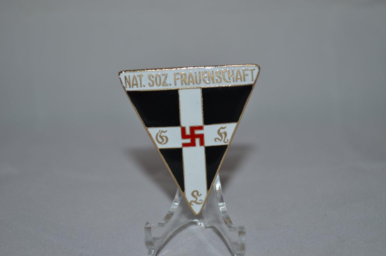 WWII THE GERMAN BADGE NATIONAL SOCIALIST WOMEN'S (NS FRAUENSCHAFT)