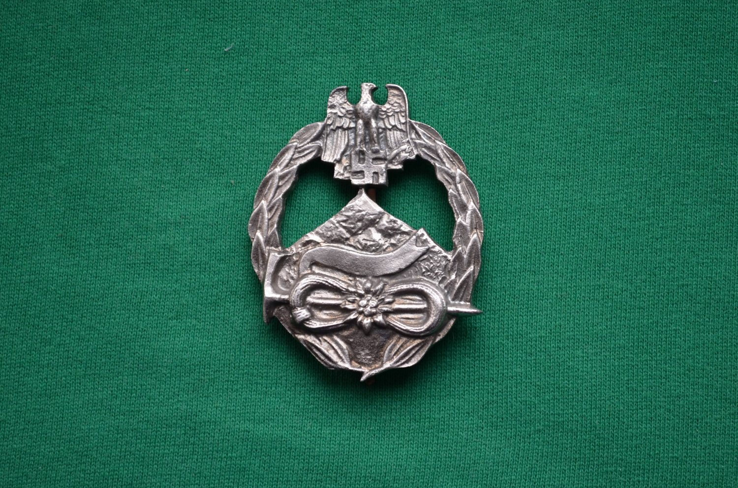 WWII THE GERMAN BADGE MOUNTAIN DIVISION