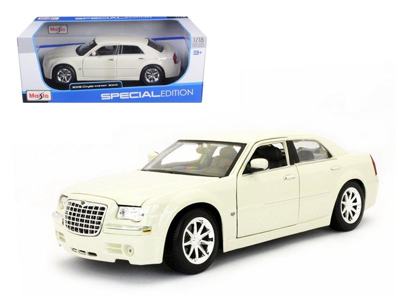 2005 Chrysler 300C Cream 1/18 Diecast Model Car by Maisto