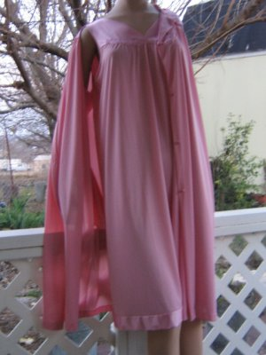 Silky no frill vintage Vanity Fair Nightgown Peignoir Set M L