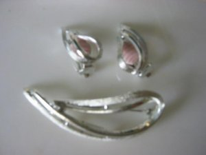 """Vintage Sarah Coventry """"Stunning"""" Silver tone Demi Parure Pin brooch Clip Earrings"""