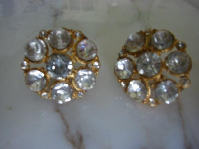 "Dramatic Round ""diamond"" Rhinestone Screw back Earrings vintage"