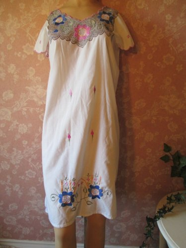 Izamal Vintage Mexican Dress Embroidered Openwork Lacy Shift Sheath sundress White S M boho