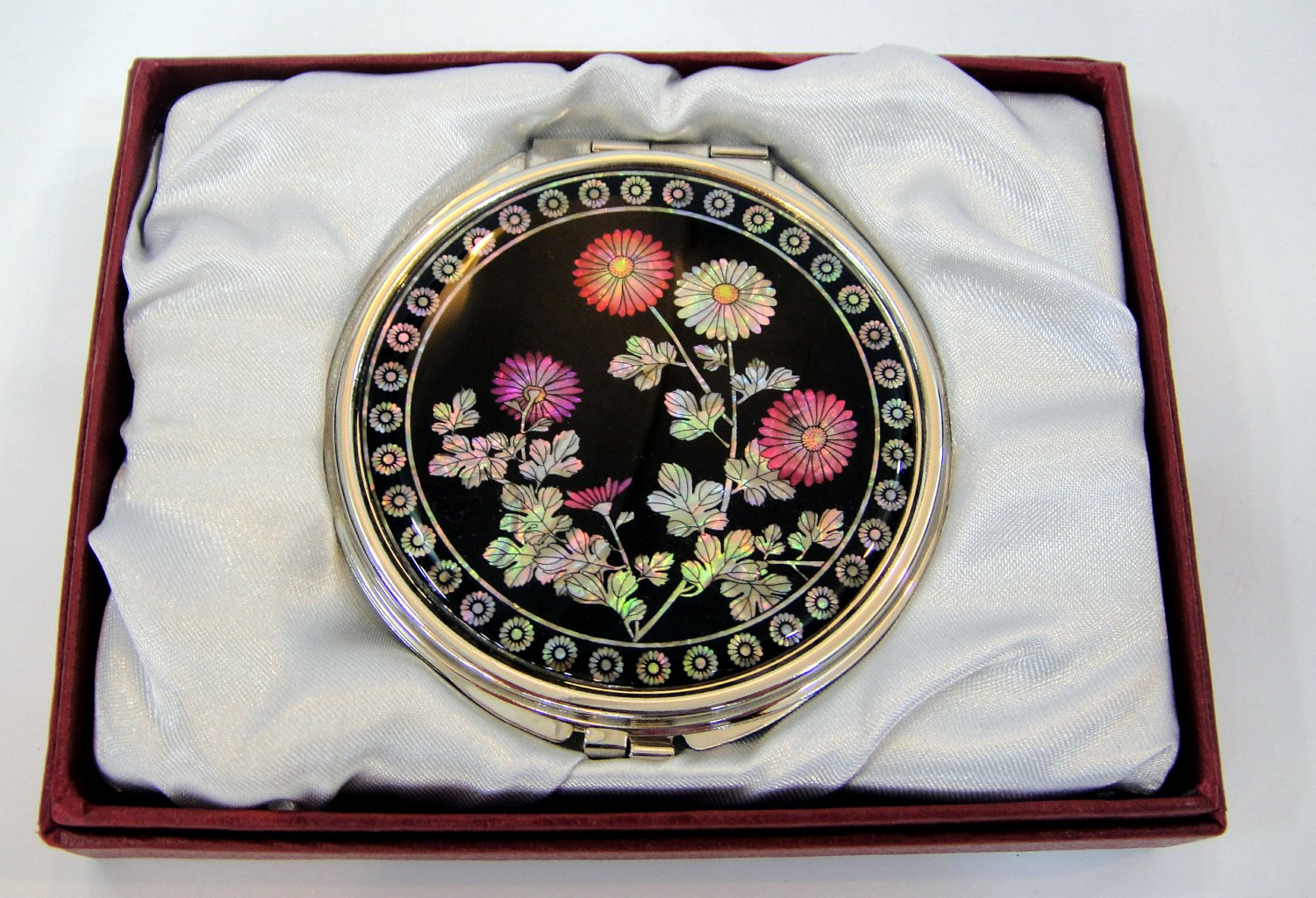 b3 oriental mother of pearl  lacquered pretty hand cosmetic mirror