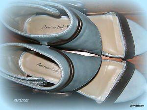 AMERICAN EAGLE FLAT TURQUOISE AND BLACK SANDALS  SIZE 6M