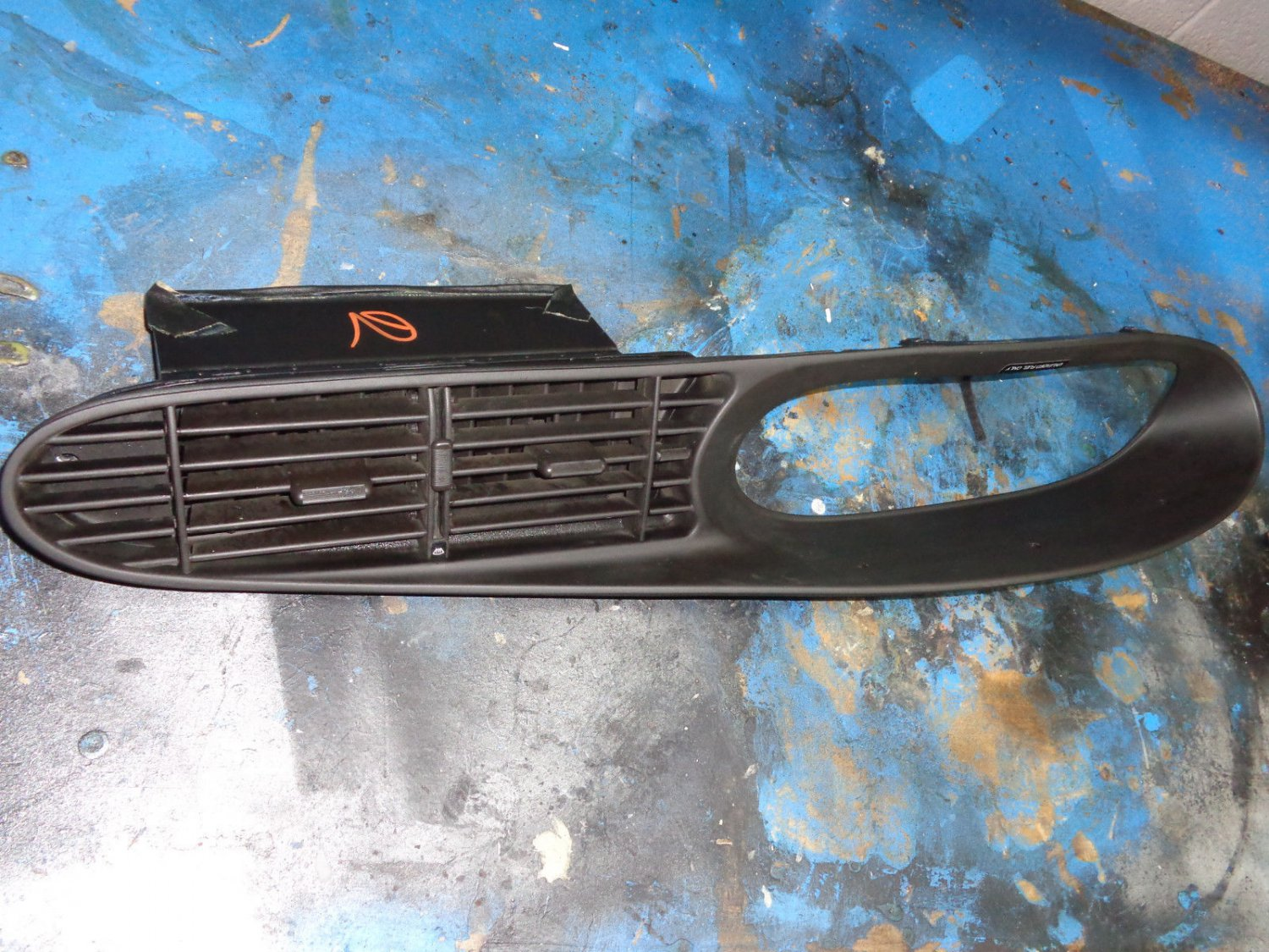 85 porsche 944 dash bezel with vents