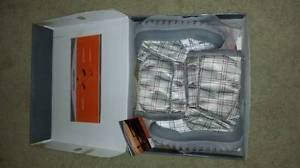 Mountrek Women's Silver Plaid Winter Boots Size 9