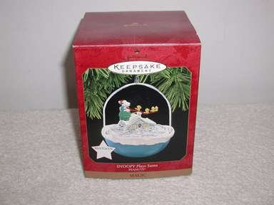 "Hallmark Motion & Magic Peanuts ""Snoopy Plays Santa"" Holiday/Christmas ornament"
