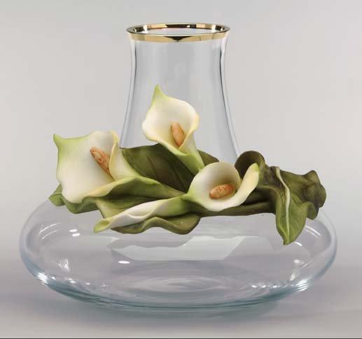 Cevik Vase w/ Lillies (Crystal)