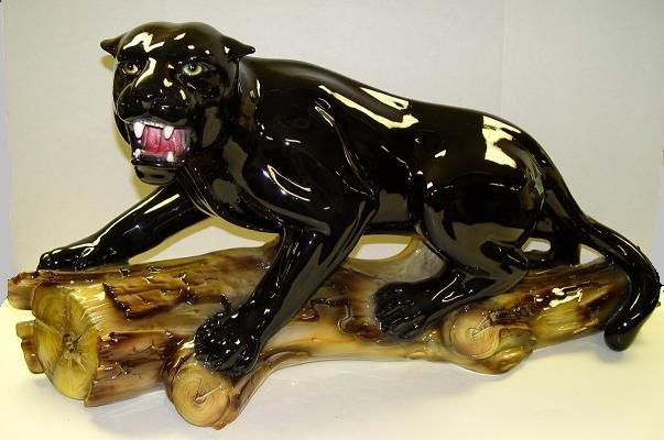 Capodimonte Black Panther on Log