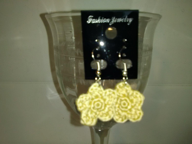 pale yellow flower earrings